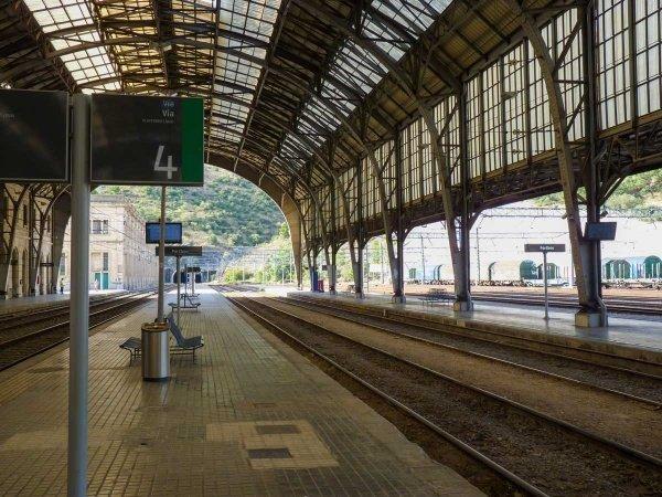 mit dem Zug nach Spanien, Bahnhof Portbou